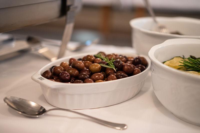 Antipasti: schwarze Oliven